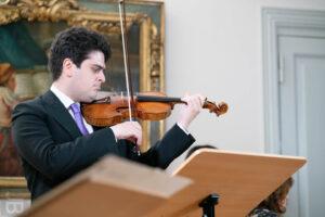 Michael Barenboim spielt im Händelhaus in Halle (Saale) (Foto: Joachim Blobel)